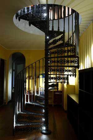 nostalgische wendeltreppe mit 160 cm durchmesser mit stufenbeleuchtung treppenlicht dresden. Black Bedroom Furniture Sets. Home Design Ideas